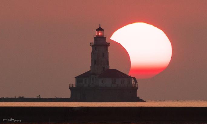 Chiêm ngưỡng nhật thực vòng lửa Bắc Cực xuất hiện khắp thế giới - Ảnh 4.