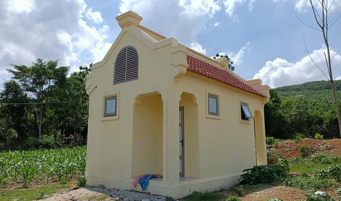 Nhà vệ sinh xây theo mẫu, huyện làm hết 300 triệu đồng, TP Thanh Hóa hơn nửa tỉ - Ảnh 4.