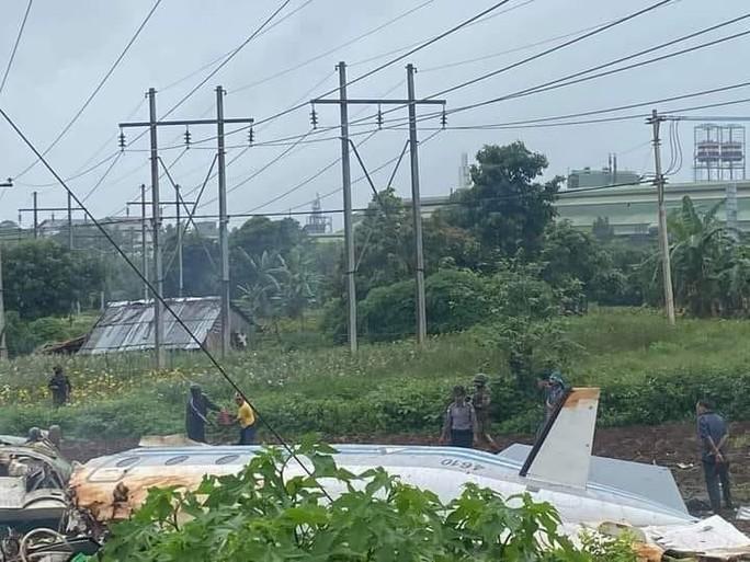 Myanmar: Máy bay quân sự gặp nạn, ít nhất 20 người thương vong - Ảnh 2.
