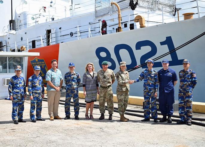Tàu Cảnh sát biển 8021 do Mỹ chuyển giao đang về Việt Nam - Ảnh 1.