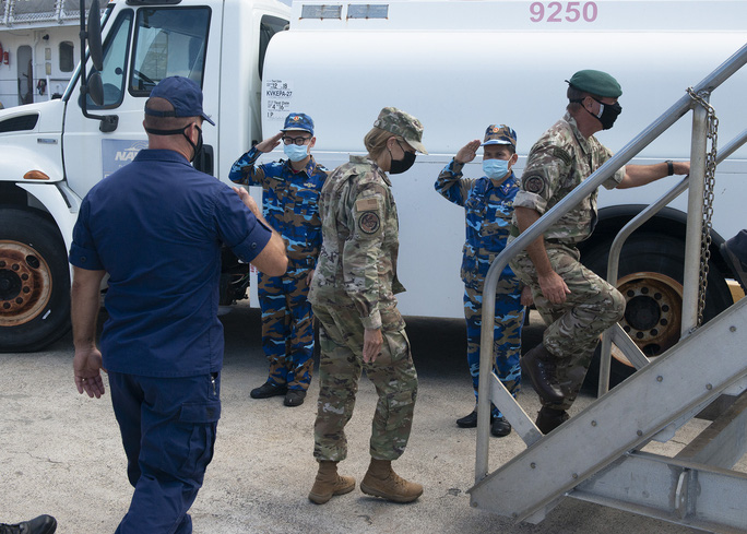 Tàu Cảnh sát biển 8021 do Mỹ chuyển giao đang về Việt Nam - Ảnh 2.