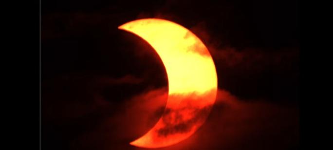 Chiêm ngưỡng nhật thực vòng lửa Bắc Cực xuất hiện khắp thế giới - Ảnh 7.