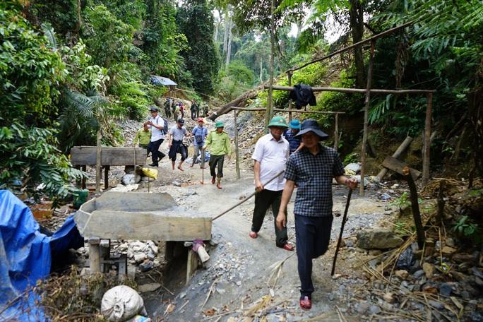 Quảng Nam sẽ dùng 6 tấn thuốc nổ đánh sập hầm vàng ở Vườn quốc gia Sông Thanh - Ảnh 1.