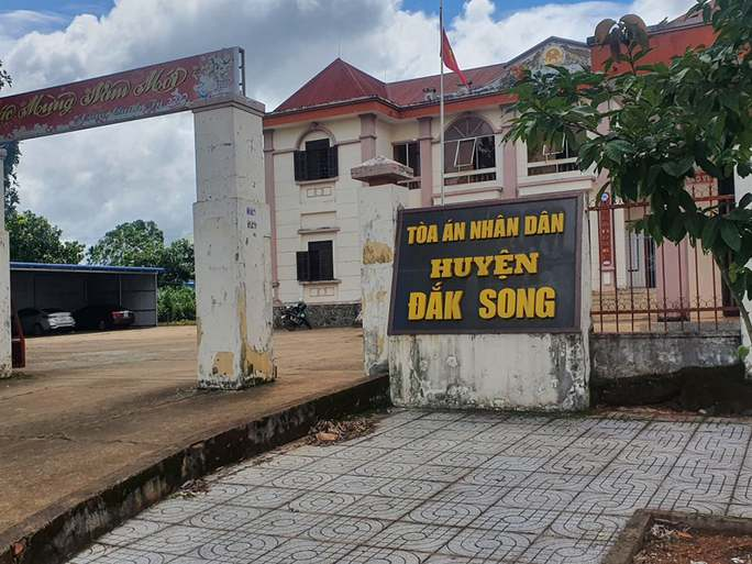 Vụ thẩm phán lập 57 hồ sơ khống ở Đắk Nông: Khiển trách 2 lãnh đạo tòa án là không nghiêm? - Ảnh 1.