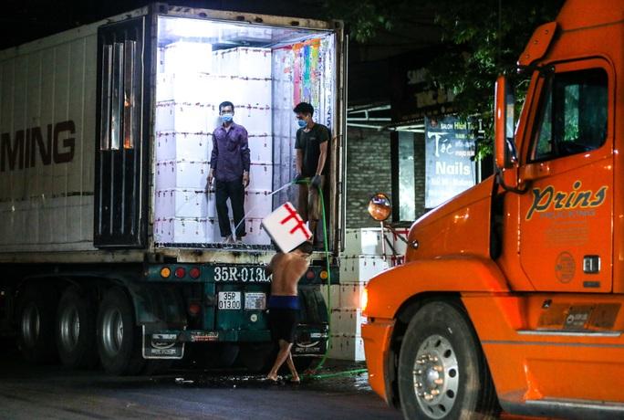 CLIP: Xuyên đêm đóng gói vải đưa sang Trung Quốc tiêu thụ - Ảnh 16.
