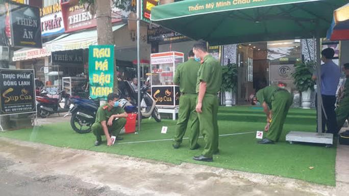 Dựng lại hiện trường phóng viên bị hành hung ở thẩm mỹ viện Minh Châu Asian Luxury - Ảnh 3.