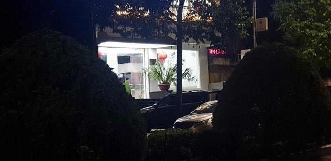 Nóng: Nhóm người tạm trú tại Thẩm mỹ viện Minh Châu Asian Luxury hỗn chiến, 2 người nhập viện - ảnh 2