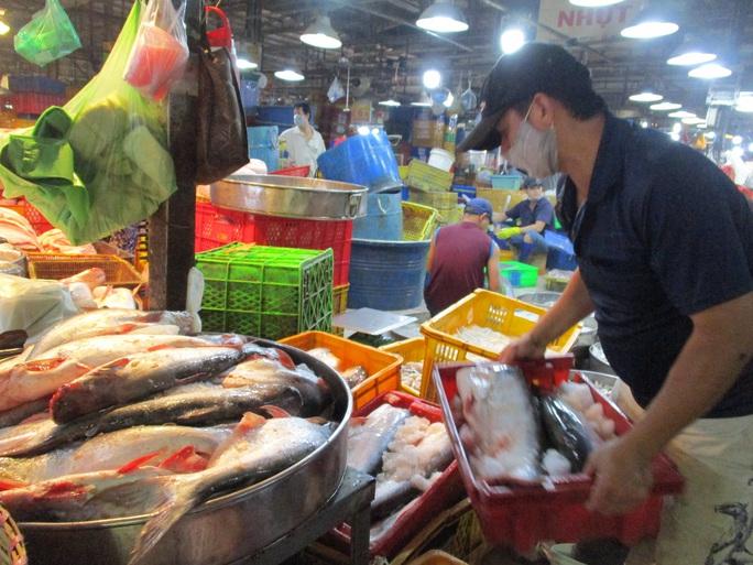 Thủy sản gặp khó tại một cảng lớn của Trung Quốc - Ảnh 1.