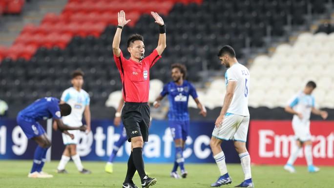 Trận Việt Nam - Malaysia: Trọng tài Nhật Bản bắt chính - Ảnh 1.