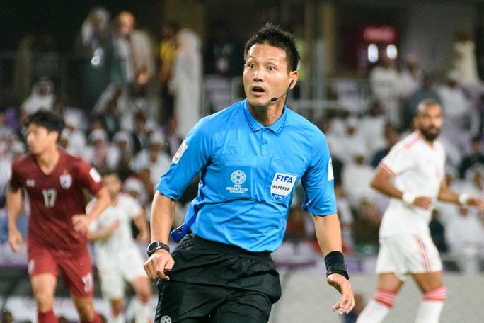 Trận Việt Nam - Malaysia: Trọng tài Nhật Bản bắt chính - Ảnh 2.