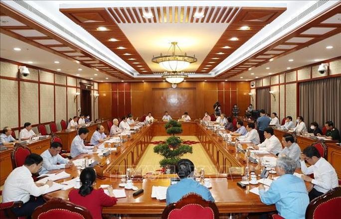 Tổng Bí thư chủ trì họp Bộ Chính trị về phòng chống dịch Covid-19 - Ảnh 1.