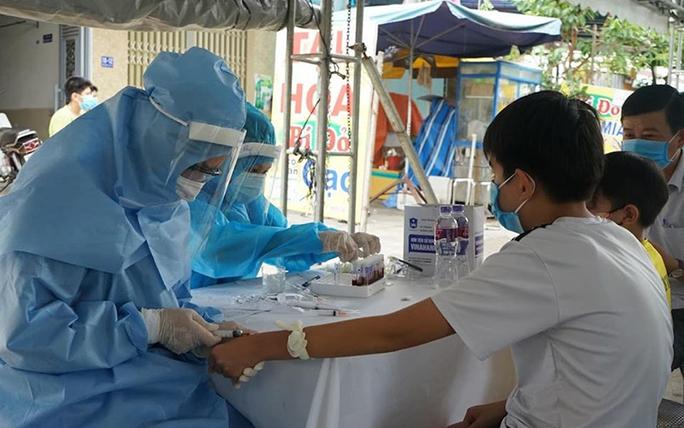 Việt Nam vượt mốc 10.000 ca bệnh Covid-19 - Ảnh 2.
