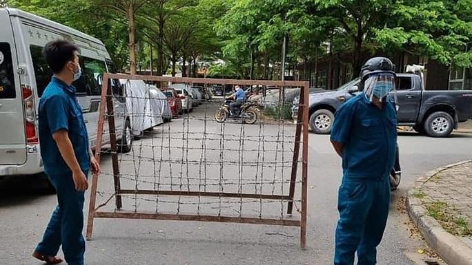 Phong tỏa thêm 2 tòa nhà ở cụm dân cư Ehome 3, xét nghiệm 1.000 cư dân - Ảnh 1.
