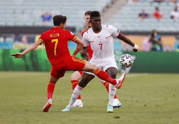 Gareth Bale tịt ngòi, Xứ Wales hòa may mắn trước Thụy Sĩ - Ảnh 5.