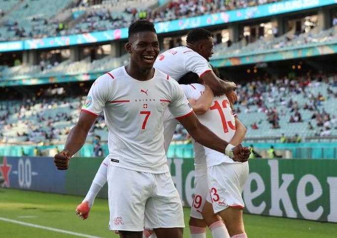 Gareth Bale tịt ngòi, Xứ Wales hòa may mắn trước Thụy Sĩ - Ảnh 4.