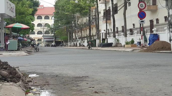 CLIP: Đường phố Tiền Giang vắng tanh ngày đầu giãn cách theo Chỉ thị 15 - Ảnh 7.
