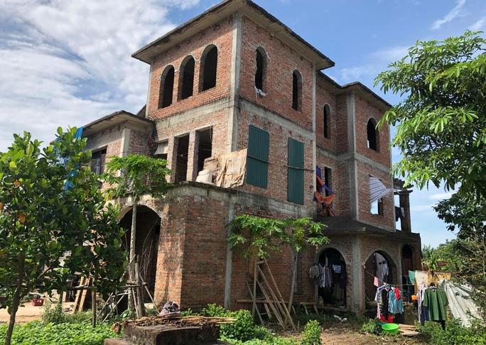 Biệt thự hàng chục tỉ đồng bỏ hoang nhiều năm ở Hà Nội - Ảnh 4.