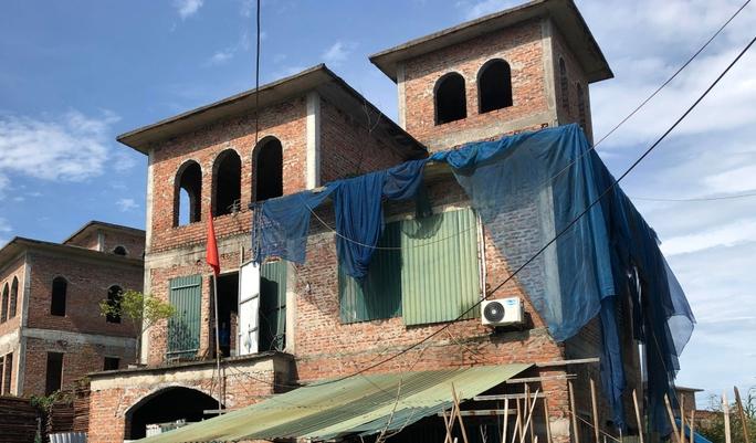 Biệt thự hàng chục tỉ đồng bỏ hoang nhiều năm ở Hà Nội - Ảnh 5.