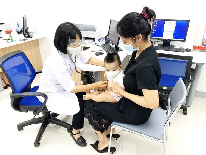 Mở trung tâm tiêm chủng cho người dân khu vực vùng biên - Ảnh 1.