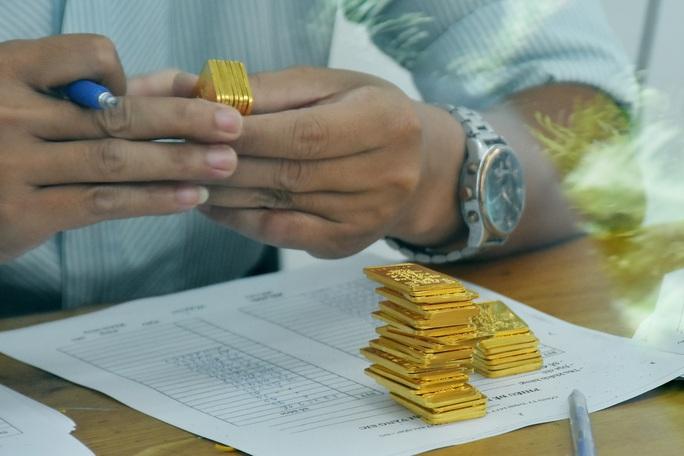 Giá vàng hôm nay 12-6: Giảm mạnh, USD đột ngột tăng giá - Ảnh 2.