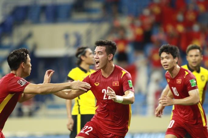 Đội tuyển Việt Nam vào tốp 90 thế giới, hơn Malaysia 68 bậc - Ảnh 1.