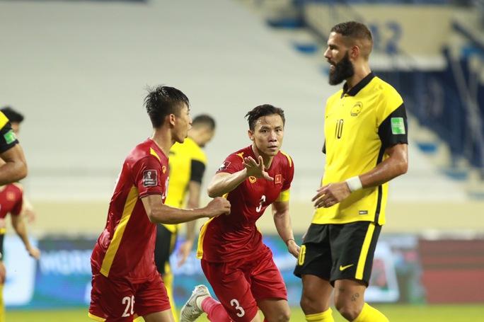 Tranh luận quanh nụ cười của HLV Park khi tiền đạo nhập tịch của Malaysia gỡ hòa - Ảnh 5.