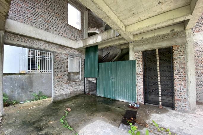 Biệt thự hàng chục tỉ đồng bỏ hoang nhiều năm ở Hà Nội - Ảnh 7.