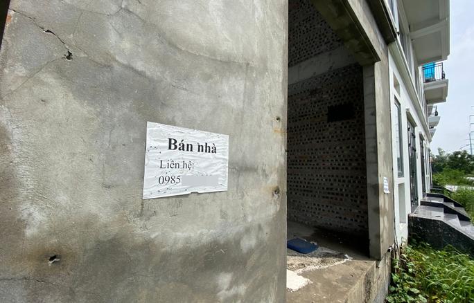 Biệt thự hàng chục tỉ đồng bỏ hoang nhiều năm ở Hà Nội - Ảnh 13.