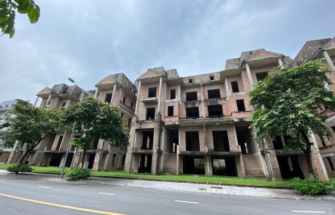 Biệt thự hàng chục tỉ đồng bỏ hoang nhiều năm ở Hà Nội - Ảnh 14.