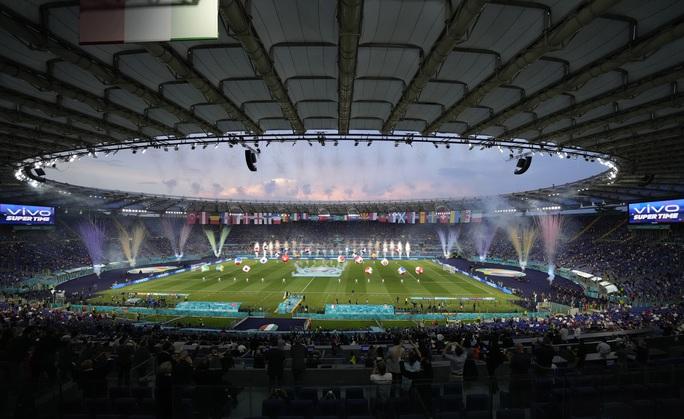 Khai mạc Euro 2020: Đại tiệc âm thanh và sắc màu - Ảnh 1.
