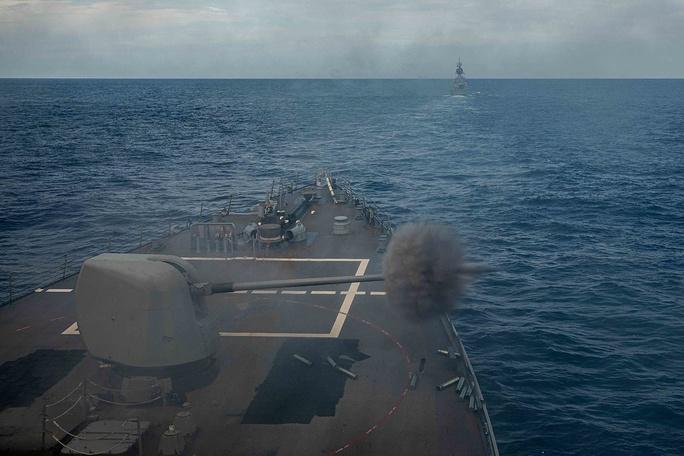 Trung Quốc tố Mỹ - Úc khoe cơ bắp trên biển Đông - Ảnh 1.