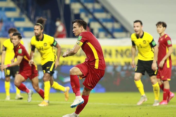 Việt Nam - Malaysia 2-1: Chiến thắng nghẹt thở - Ảnh 1.