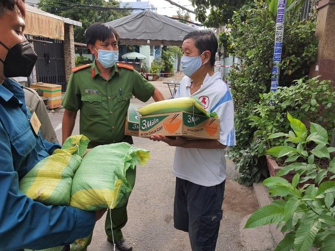 26 ca nhiễm SARS-CoV-2 mới ở TP HCM thuộc các quận, huyện nào ? - Ảnh 1.