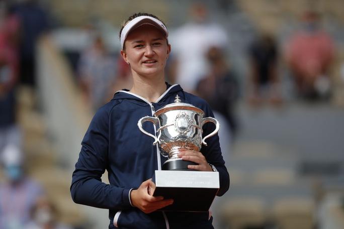 Chân dung nữ hoàng Roland Garros 2021 - Ảnh 3.