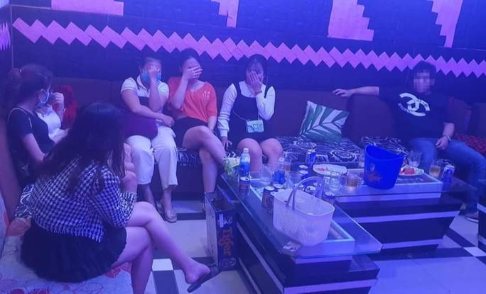 Quảng Nam: Chống lệnh, quán karaoke mở cửa, để khách chơi ma túy - Ảnh 2.