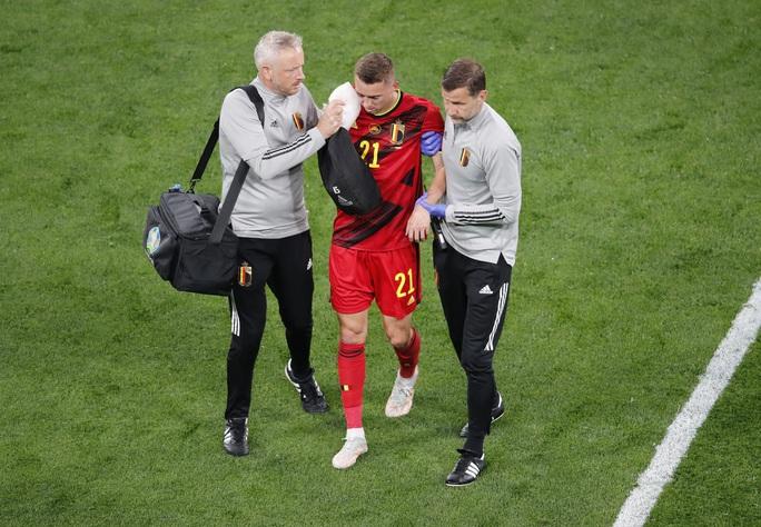 Vỡ xương hốc mắt, sao tuyển Bỉ chia tay Euro 2020 - Ảnh 4.