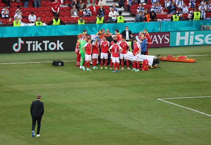 Cú sốc Eriksen và cách ứng xử đầy tình người của bóng đá châu Âu - Ảnh 10.
