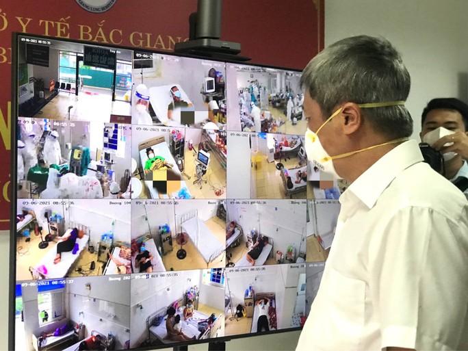 Thứ trưởng Nguyễn Trường Sơn rời tâm dịch Bắc Giang, nhận nhiệm vụ mới ở TP HCM - Ảnh 2.
