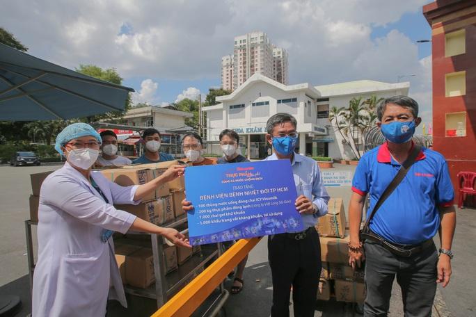 Thực phẩm miễn phí cùng cả nước chống dịch đến với bệnh viện tuyến đầu - Ảnh 2.