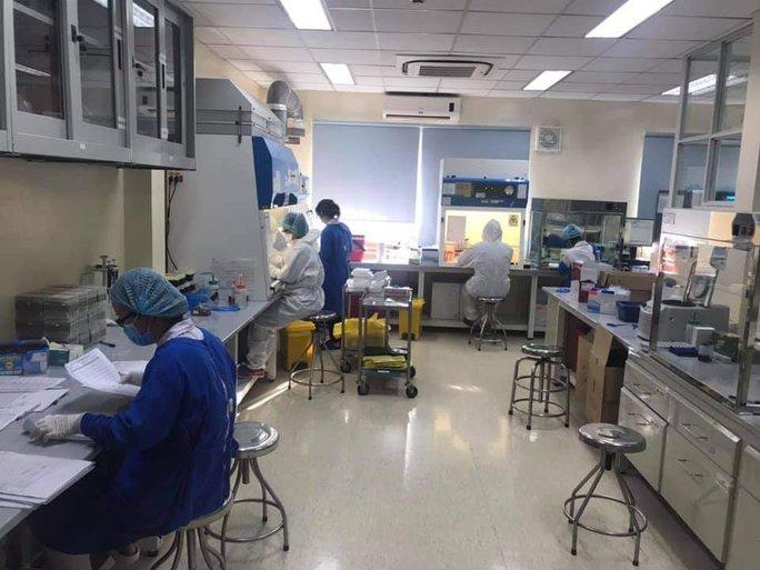 Chùm ảnh: Bên trong Bệnh viện Bệnh Nhiệt đới TP HCM đang bị phong tỏa - Ảnh 3.