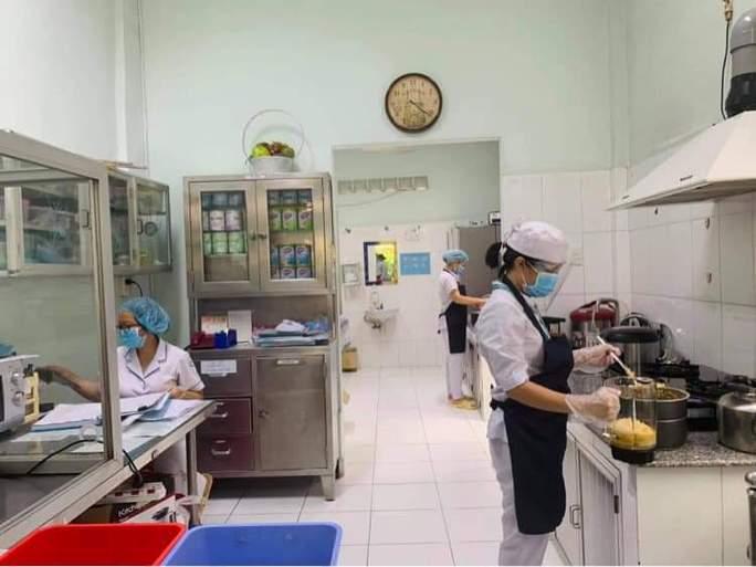 Chùm ảnh: Bên trong Bệnh viện Bệnh Nhiệt đới TP HCM đang bị phong tỏa - Ảnh 6.