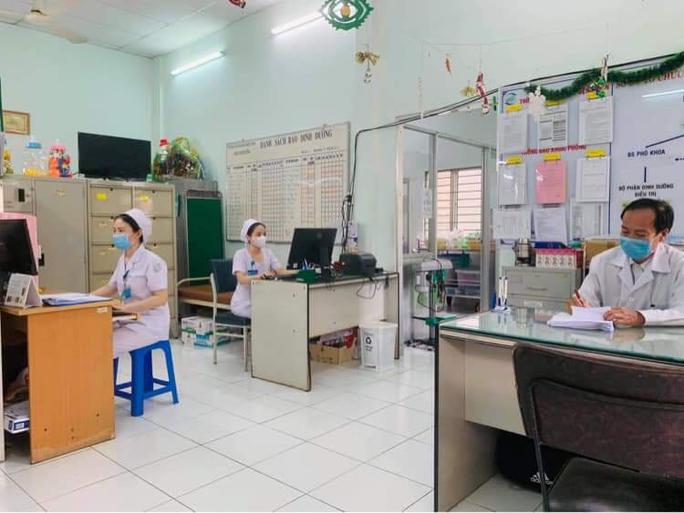 Chùm ảnh: Bên trong Bệnh viện Bệnh Nhiệt đới TP HCM đang bị phong tỏa - Ảnh 5.