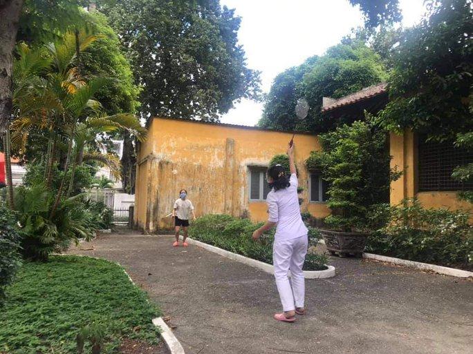 Chùm ảnh: Bên trong Bệnh viện Bệnh Nhiệt đới TP HCM đang bị phong tỏa - Ảnh 8.