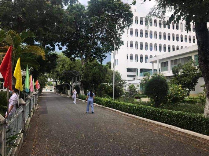 Chùm ảnh: Bên trong Bệnh viện Bệnh Nhiệt đới TP HCM đang bị phong tỏa - Ảnh 9.