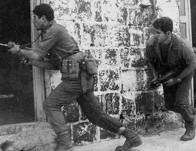 Cuộc đời cựu Thủ tướng Israel Netanyahu qua ảnh - Ảnh 1.