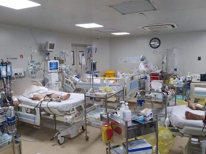 Chùm ảnh: Bên trong Bệnh viện Bệnh Nhiệt đới TP HCM đang bị phong tỏa - Ảnh 1.
