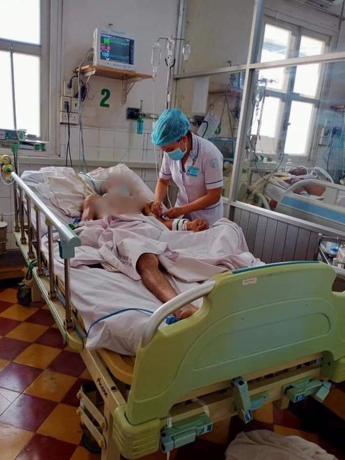 Chùm ảnh: Bên trong Bệnh viện Bệnh Nhiệt đới TP HCM đang bị phong tỏa - Ảnh 2.