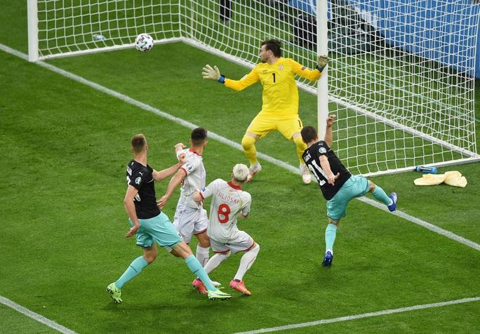 Sao 38 tuổi ghi bàn lịch sử, Bắc Macedonia trắng tay trước Áo - Ảnh 2.