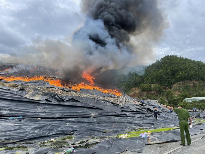 Hé lộ nguyên nhân vụ cháy tại bãi rác lớn nhất TP Đà Nẵng - Ảnh 1.