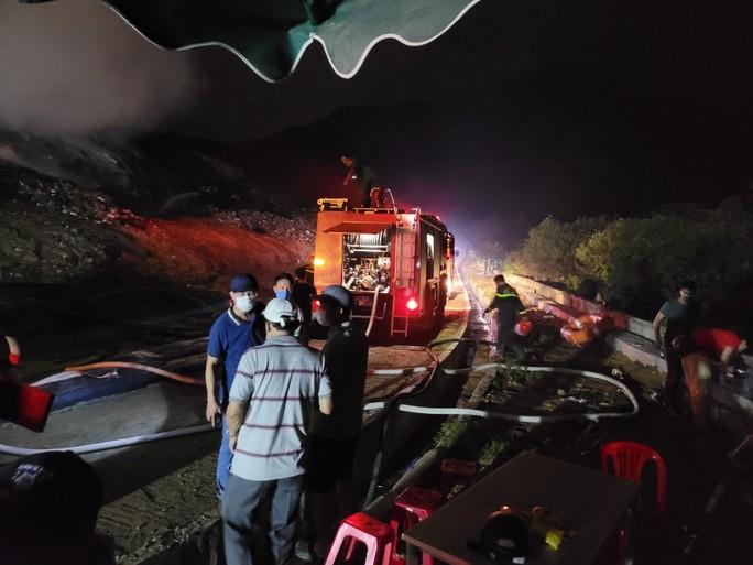 Hé lộ nguyên nhân vụ cháy tại bãi rác lớn nhất TP Đà Nẵng - Ảnh 2.